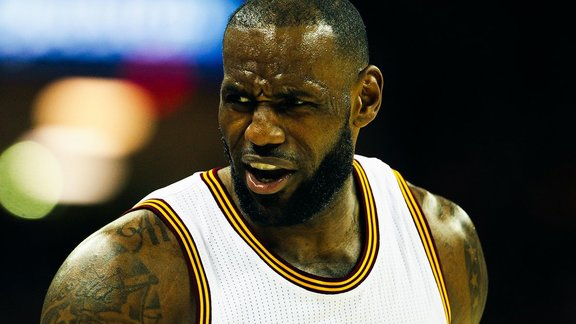 super populaire 0cf7f e6842 NBA | Basket - NBA : LeBron James poussé à quitter Cleveland ...