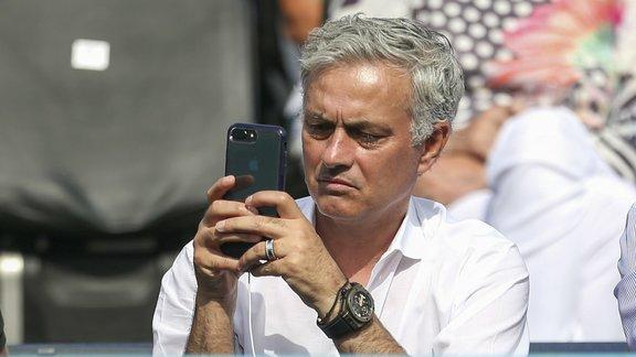 José Mourinho retrouve un banc de touche — Officiel