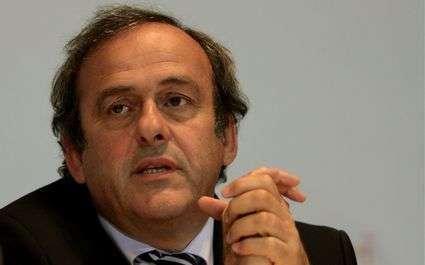 Platini rabaisse l'équipe de France