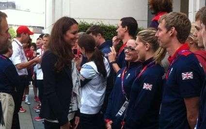 JO 2012 -  Kate et le prince Harry au Village