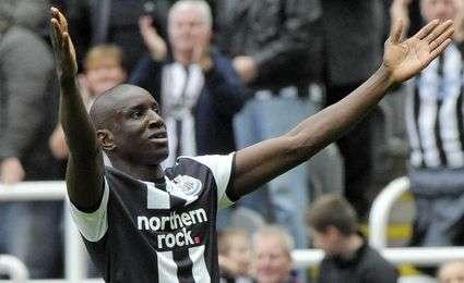Transferts : Chelsea peut négocier avec Demba Ba