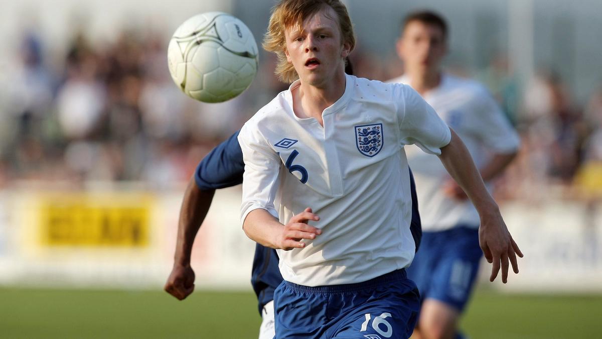 Shaw, ici en 2011, en sélection anglaise U18