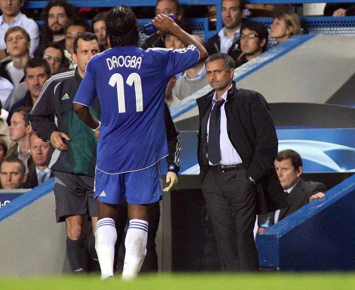 Chelsea : Quand Mourinho a refusé Ronaldinho pour s'offrir Drogba