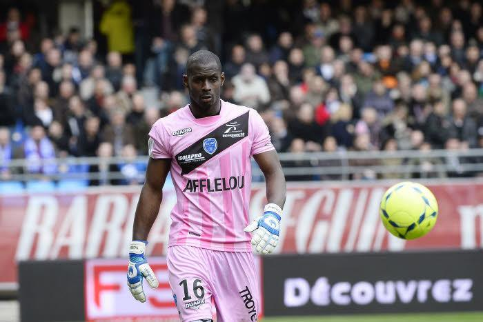 Mercato - Officiel - ESTAC : Thuram au Standard pour 4 ans !