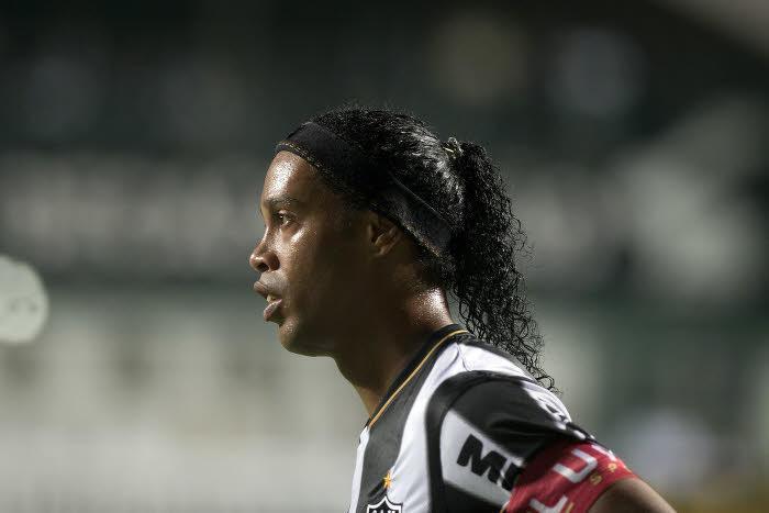Ronaldinho tenté par un retour au PSG !