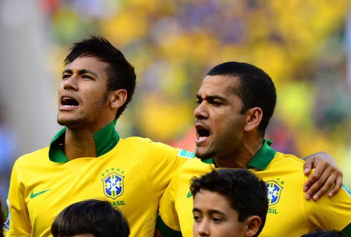 Alves : «Neymar a été touché par la grâce de Dieu»