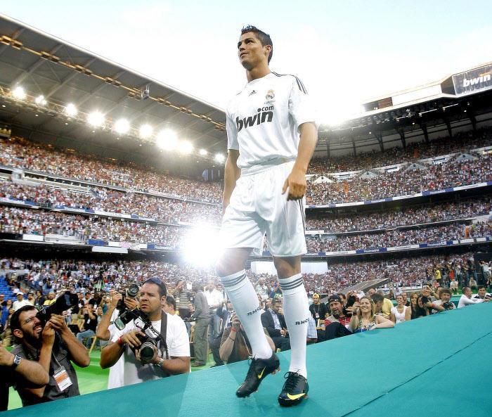 Cristiano Ronaldo, lors de sa présentation au Real en 2009