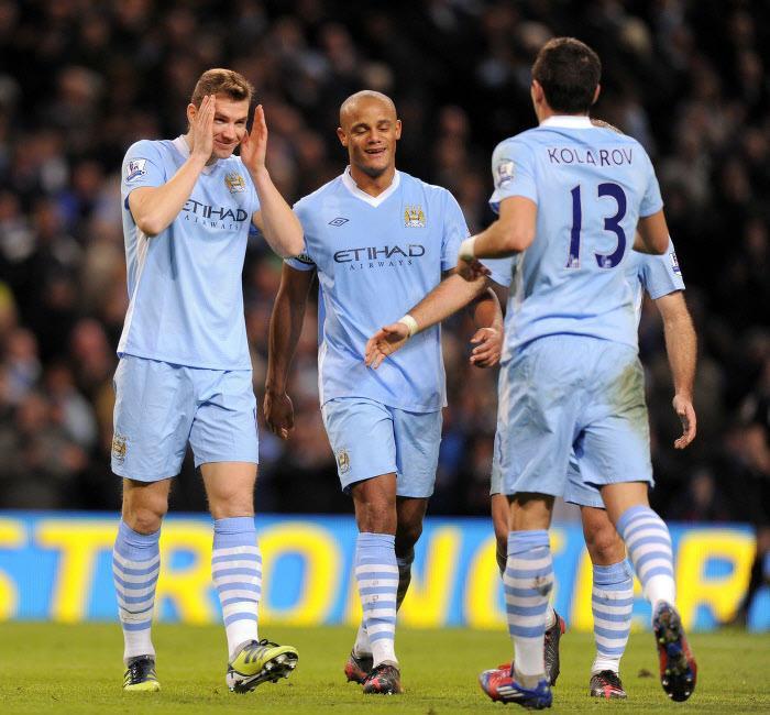 Edin Dzeko et Aleksandar Kolarov, Manchester City