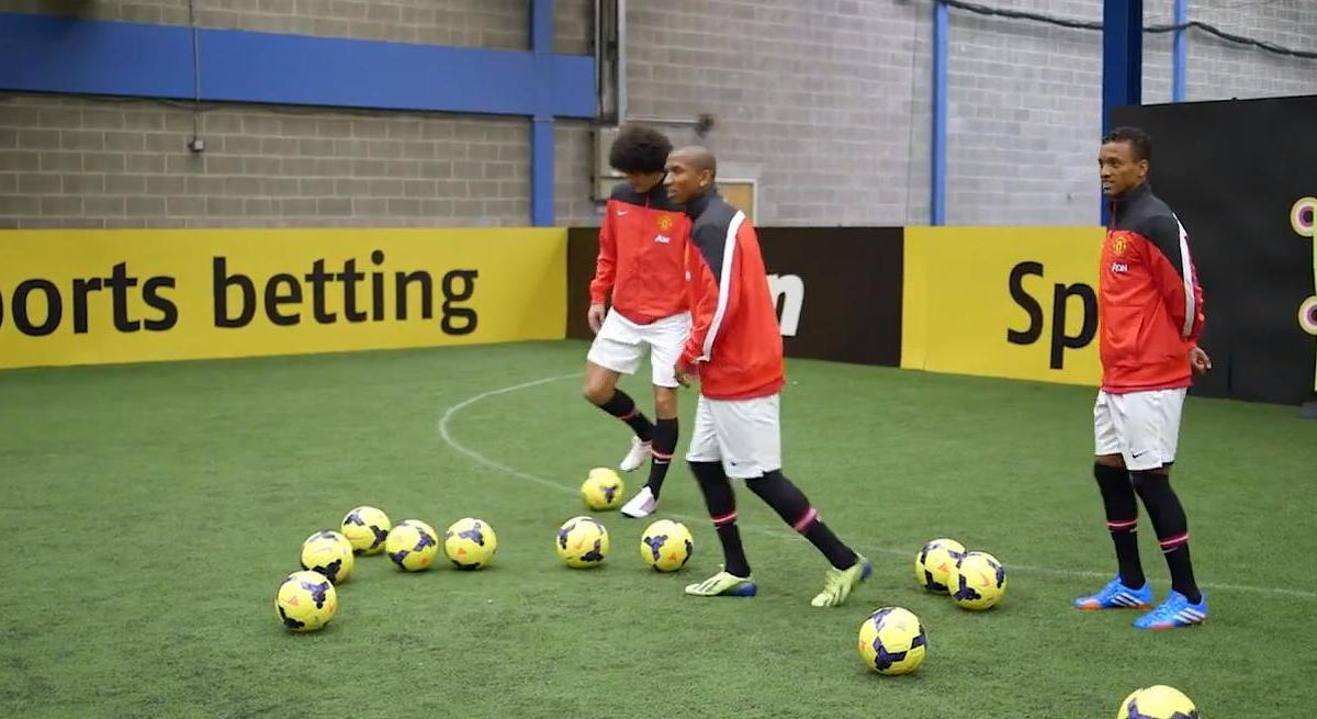 Angleterre : La précision des joueurs de Manchester United (vidéo)