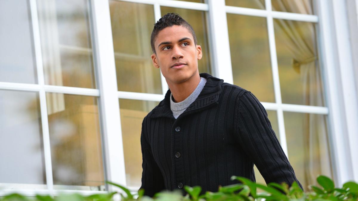 Le PSG aurait un plan pour Varane