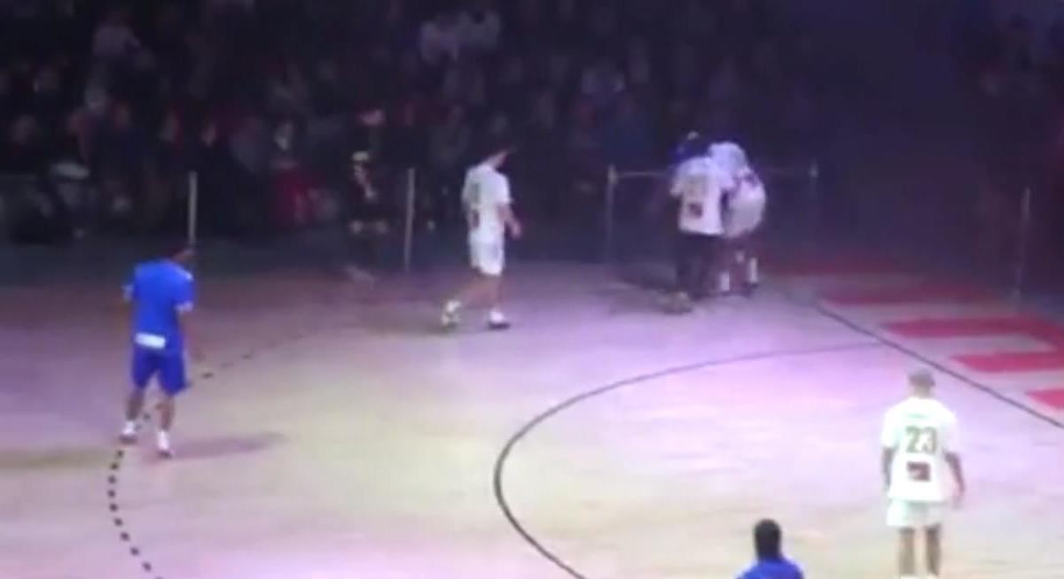 Un freestyler s'amuse de Mathieu Bodmer et Bernard Mendy (vidéo)
