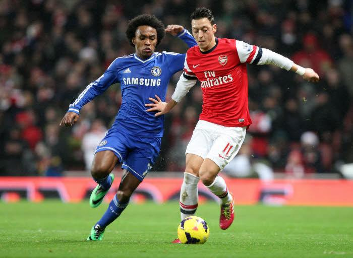 Willian (Chelsea) et Mesüt Özil (Arsenal)