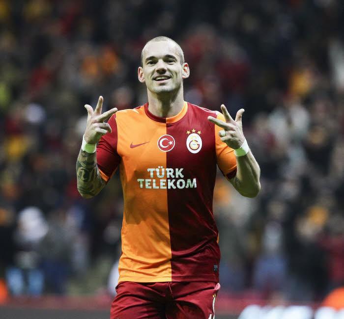 Insolite : L'incroyable passe de Wesley Sneijder (vidéo)