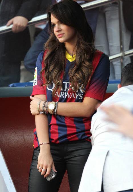 Insolite - Barcelone : La petite amie de Neymar comme vous ne l'avez jamais vu ! (vidéo)