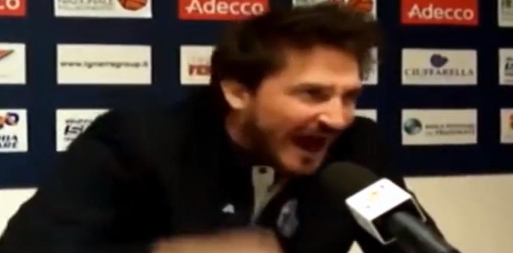 Insolite - Basket : L'énorme coup de gueule d'un entraîneur italien (vidéo)