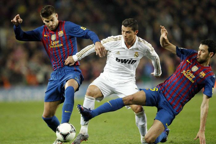 Cristiano Ronaldo et Gerard Piqué