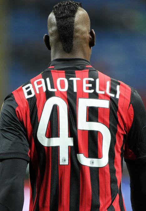 Insolite : Un enfant imite Mario Balotelli (vidéo)