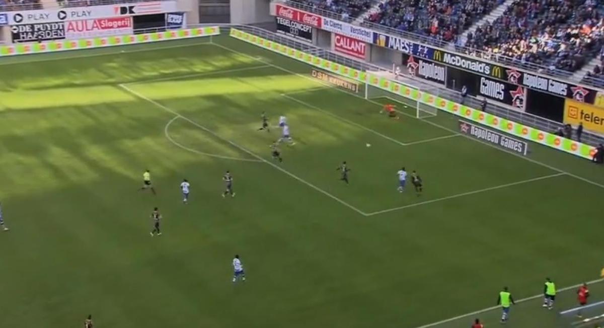 Insolite : Un gardien devient fou après un choc avec un attaquant (vidéo)
