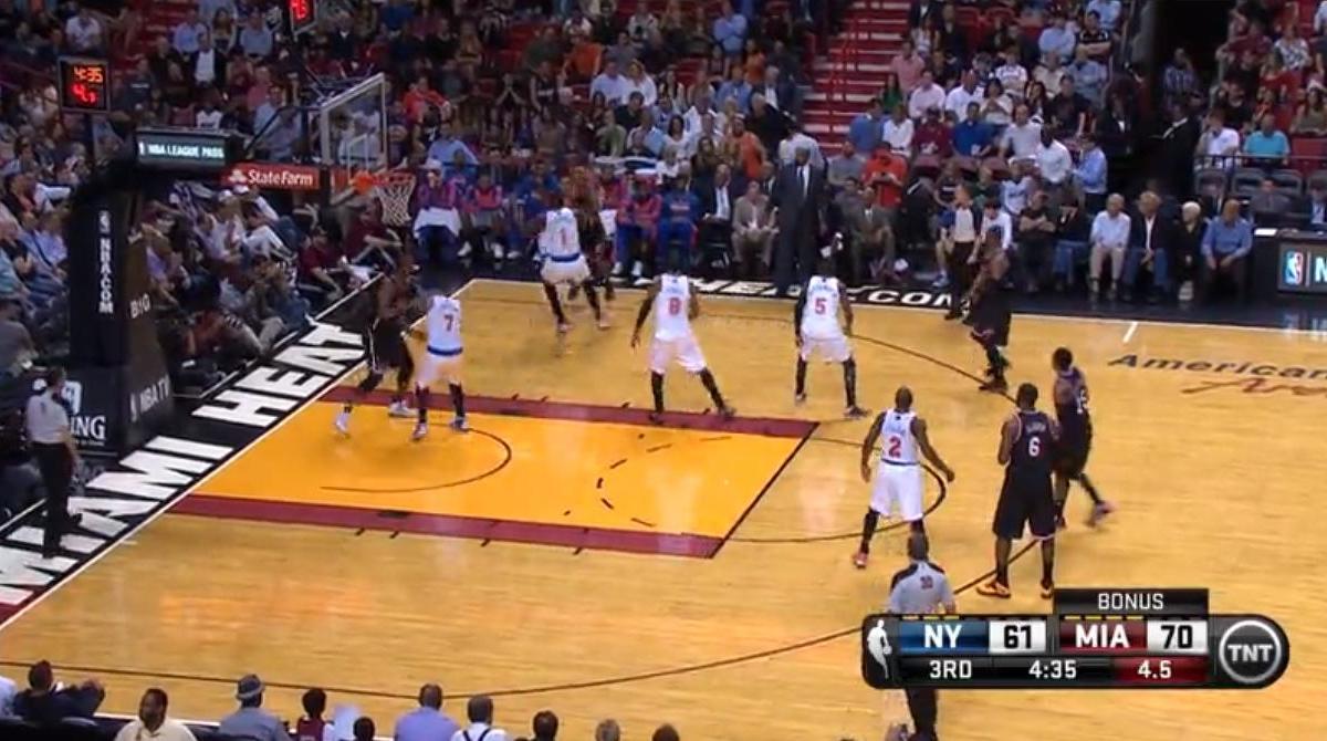 Basket - NBA : Le dunk de la nuit par LeBron James ! (vidéo)