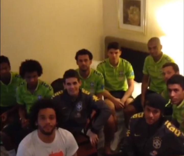 Brésil : Les joueurs se paient Hulk (vidéo)