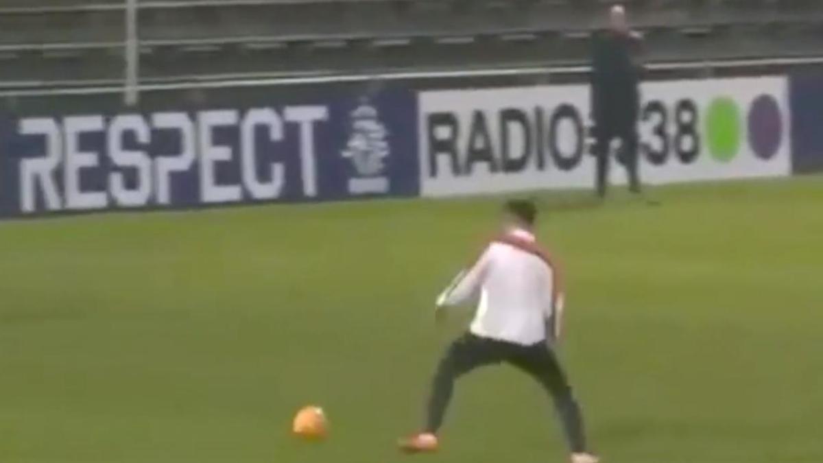 Pays-Bas : Le but sensationnel de Robin Van Persie à l'entraînement (vidéo)