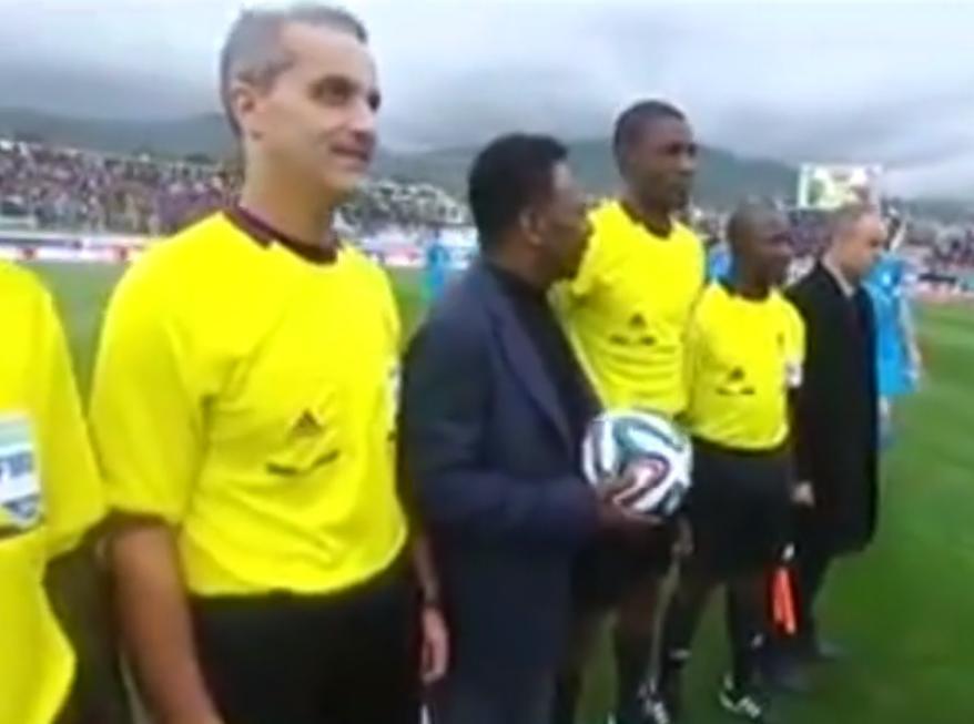 Le roi Pelé a donné le coup d'envoi d'Algérie-Slovénie (vidéo)