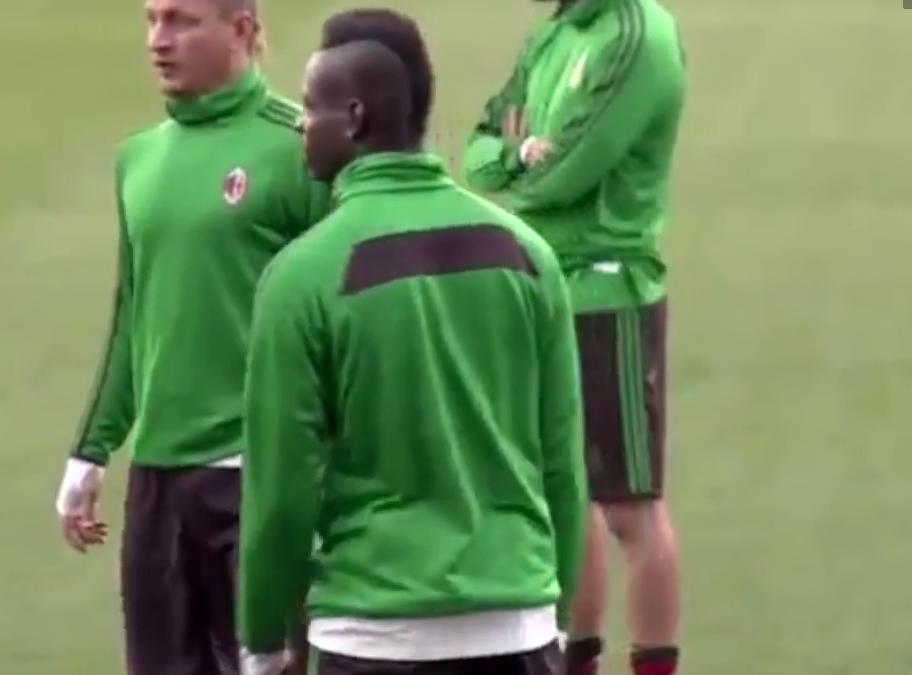 Milan AC : Mario Balotelli rend fous ses partenaires à l'entraînement (vidéo)