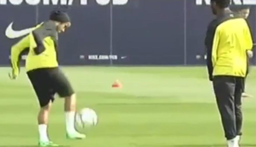 Barcelone : Quand Neymar humilie Alexandre Song et Dani Alves à l'entraînement (vidéo)