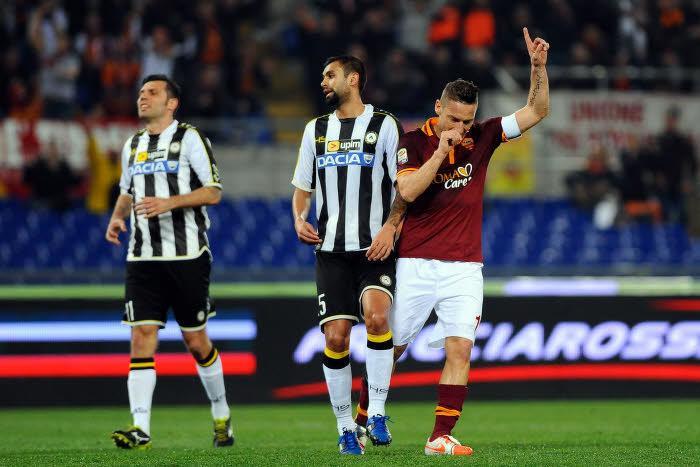 Francesco Totti a ouvert la marque pour la Roma