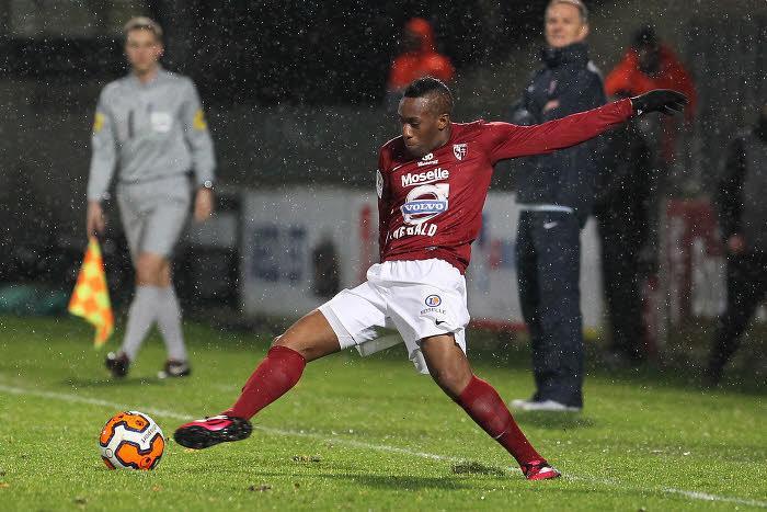 Yeni Ngbakoto, FC Metz