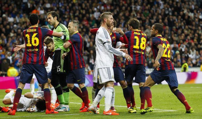 Pepe à terre lors du Clasico