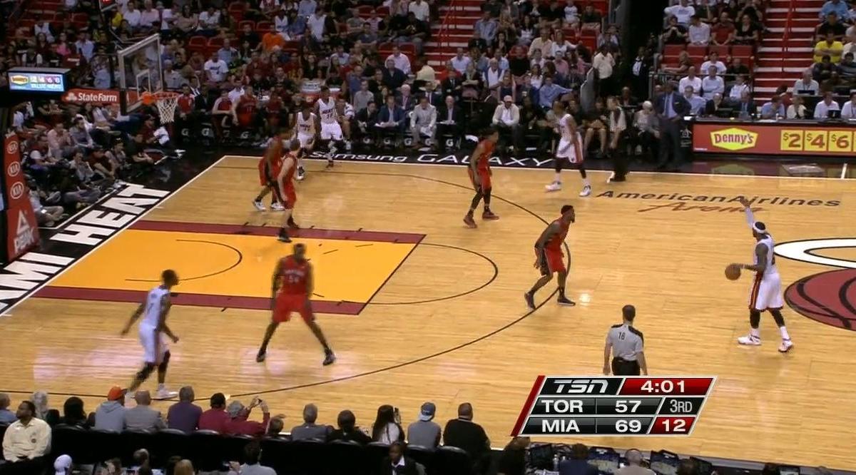 Basket - NBA : Le superbe dunk de LeBron James  (vidéo)