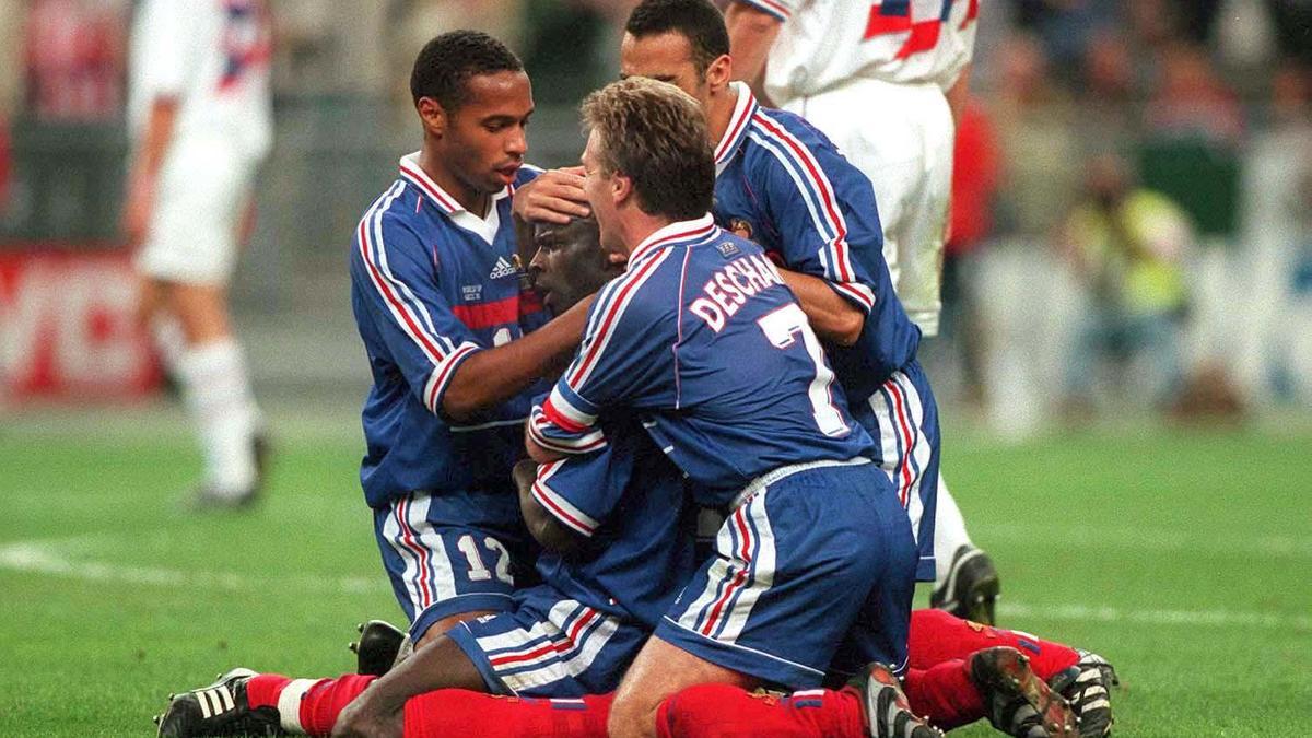 Coupe du monde coupe du monde 1998 le doigt sur la bouche de lilian thuram vid o - Coupe du monde foot 1998 ...