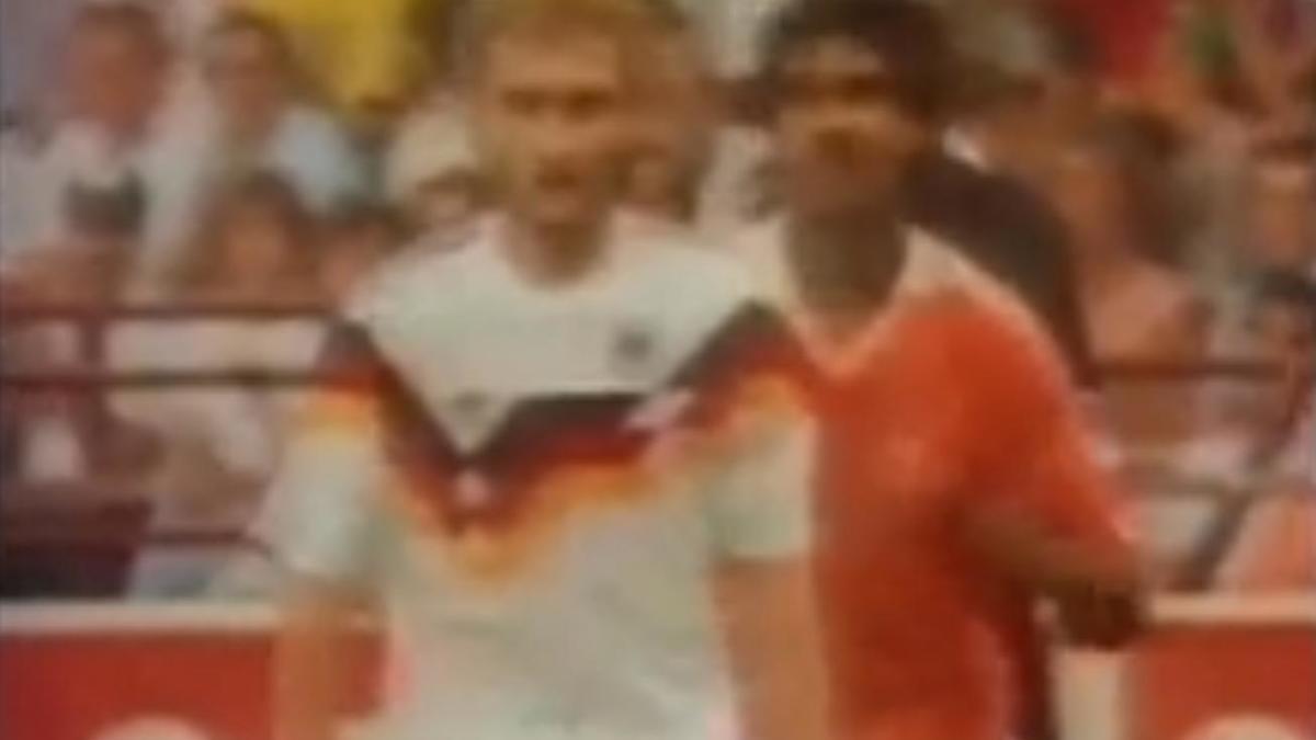 Coupe du monde 1990 : Quand Frank Rijkaard crachait sur Rudi Völler (vidéo)