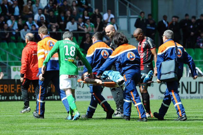 Alexys Bosetti (OGC Nice) sort sur blessure