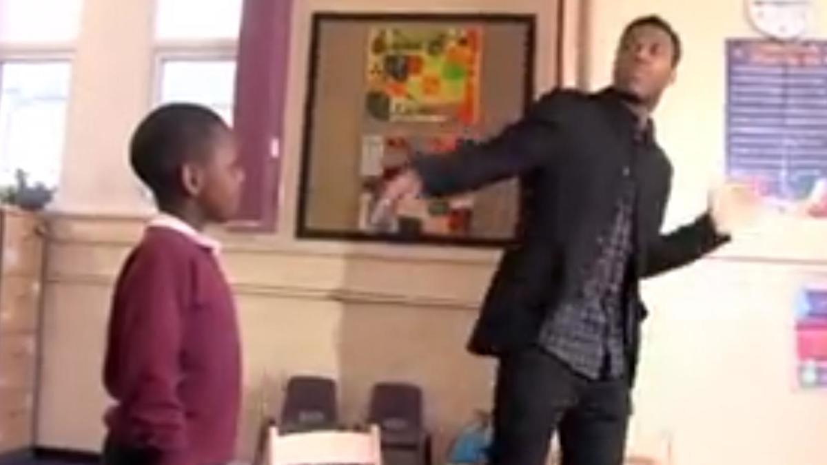 Liverpool - Insolite : Daniel Sturridge apprend sa célébration à des enfants (vidéo)