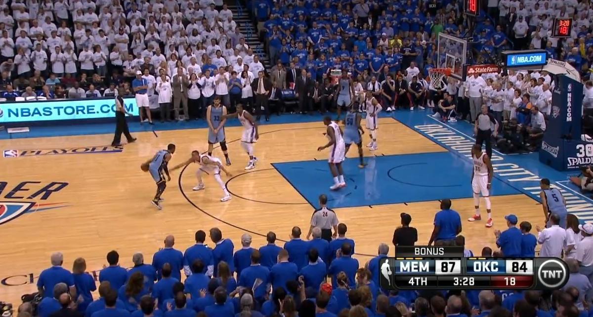 Basket - NBA : Le dunk de la nuit par Russell Westbrook (vidéo)