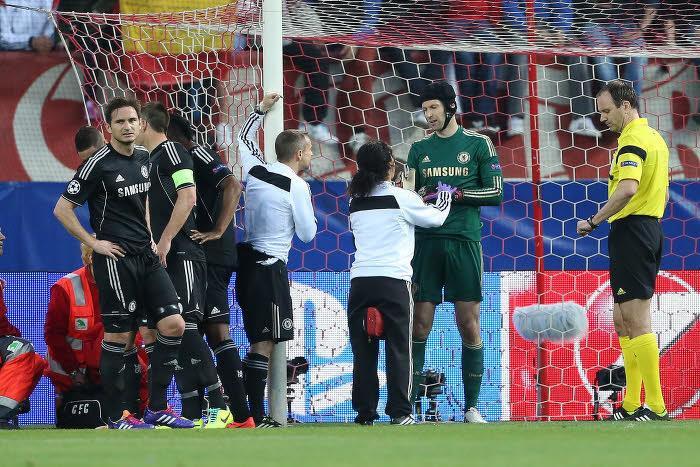 Chelsea : Mourinho annonce la fin de saison de Cech