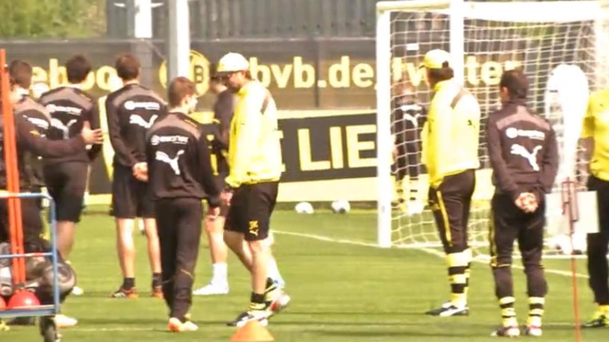 Dortmund - Insolite : Klopp compare ses abdos avec ceux de ses joueurs (vidéo)