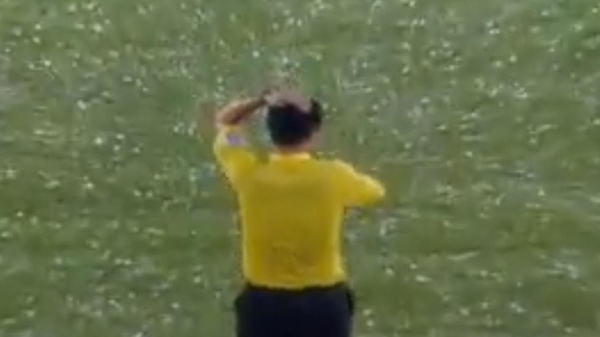 Insolite : Une tempête de grêle interrompt un match ! (vidéo)