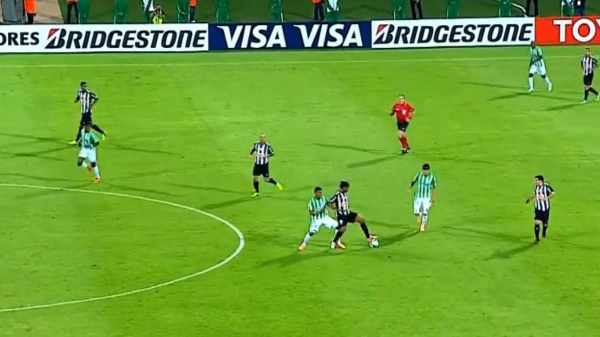 Ronaldinho n'a pas fini de régaler (vidéo)