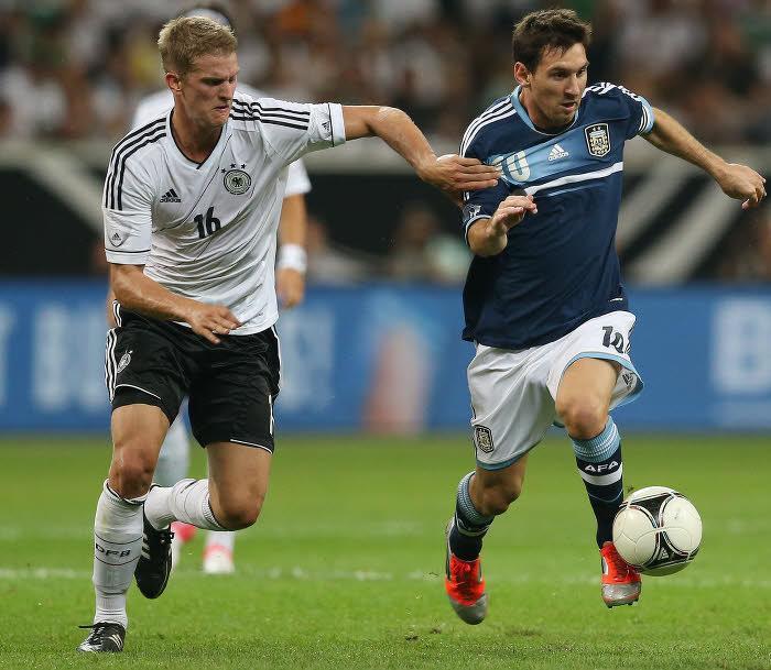 Lars Bender, Lionel Messi