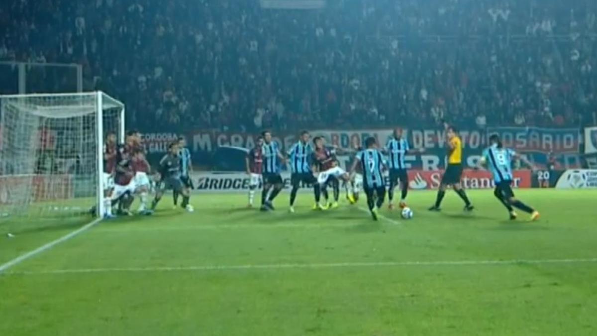 Copa Libertadores : Un coup franc indirect complétement raté ! (vidéo)