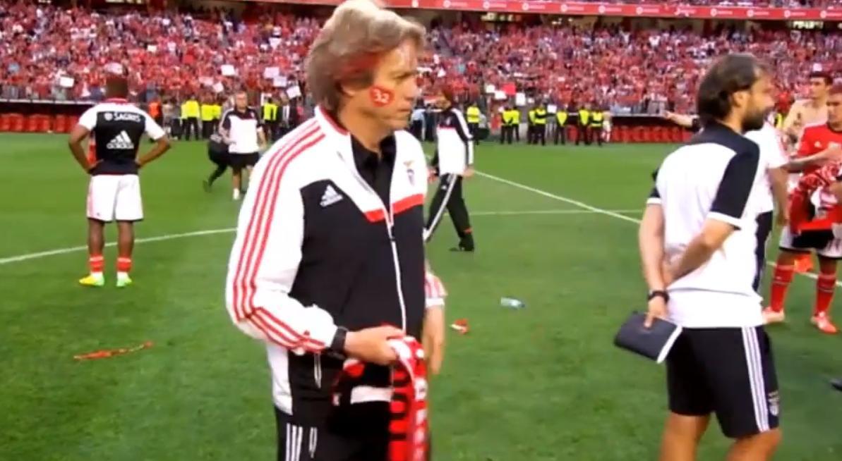 Benfica : Jorge Jesus se teint les cheveux en rouge ! (vidéo)