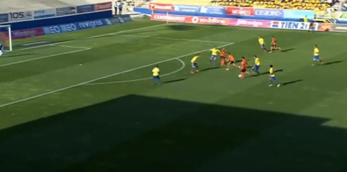 Portugal : Il sauve un penalty pour son premier match (vidéo)