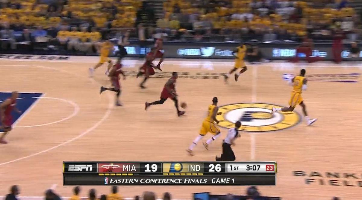 Basket - NBA : Le dunk de la nuit dernière par LeBron James (vidéo)