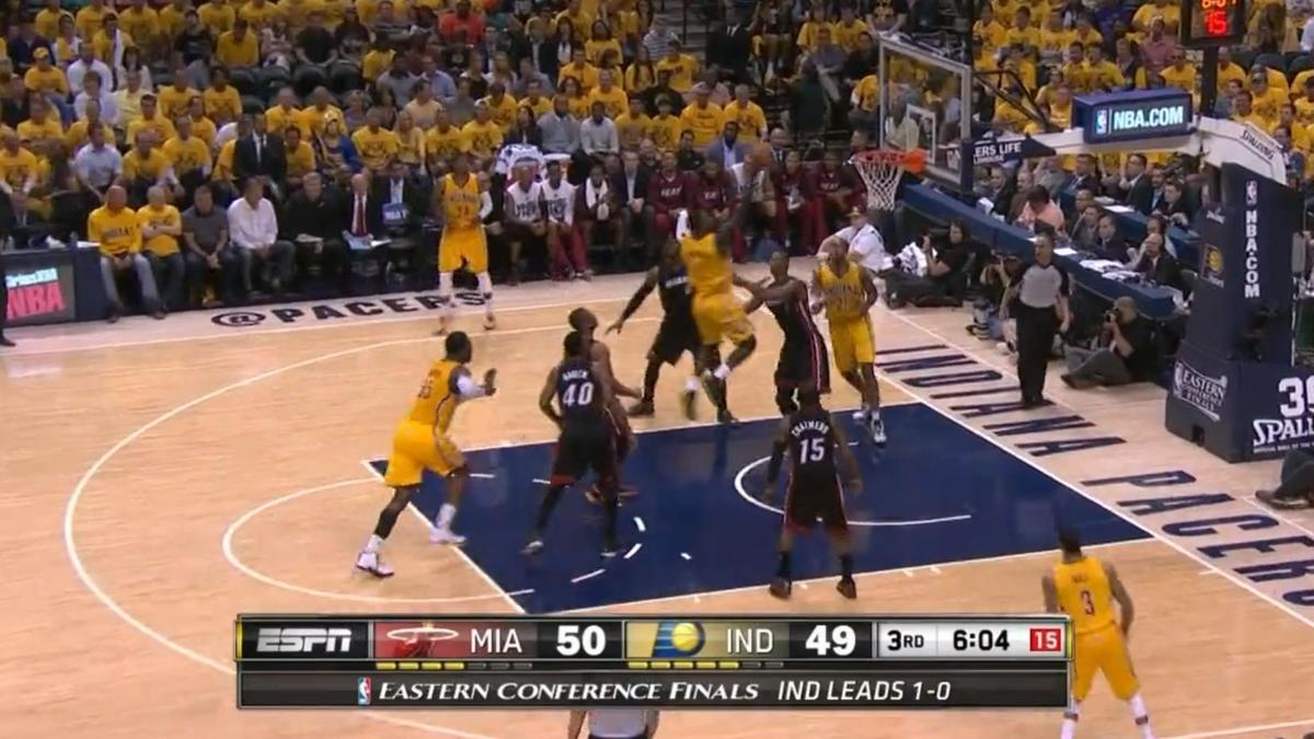 Basket - NBA : Le dunk de la nuit par Lance Stephenson (vidéo)