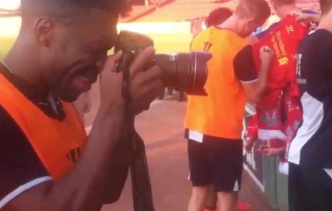 Liverpool - Insolite : Daniel Sturridge joue les photographes (vidéo)