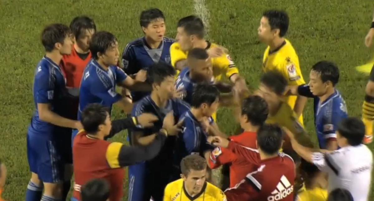 Corée du Sud : Un coup de boule en plein match ! (vidéo)