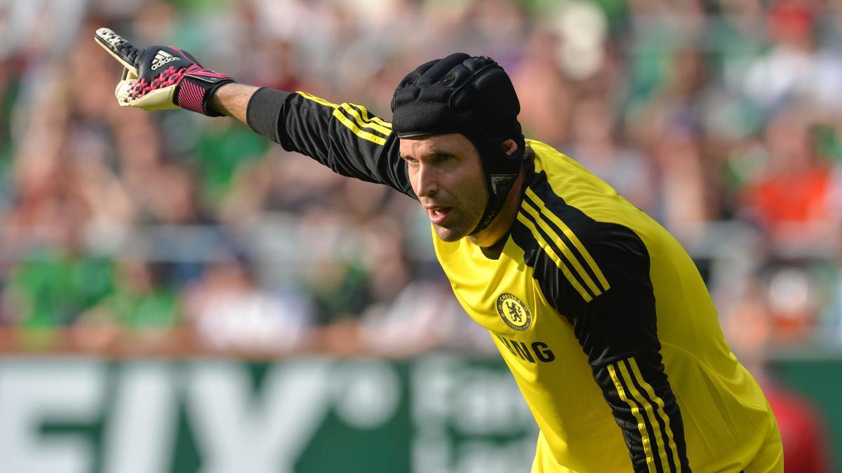Mercato - Chelsea : La déclaration de Mourinho qui jette le trouble sur l'avenir de Petr Cech !